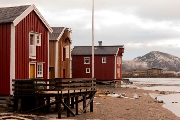 norwegian-houses_41236-443